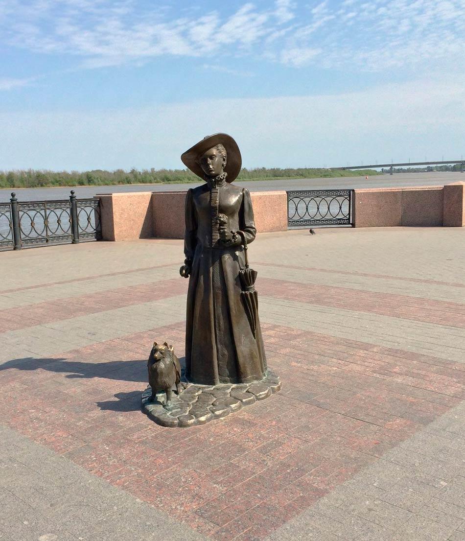 Скульптура «Дама с собачкой»