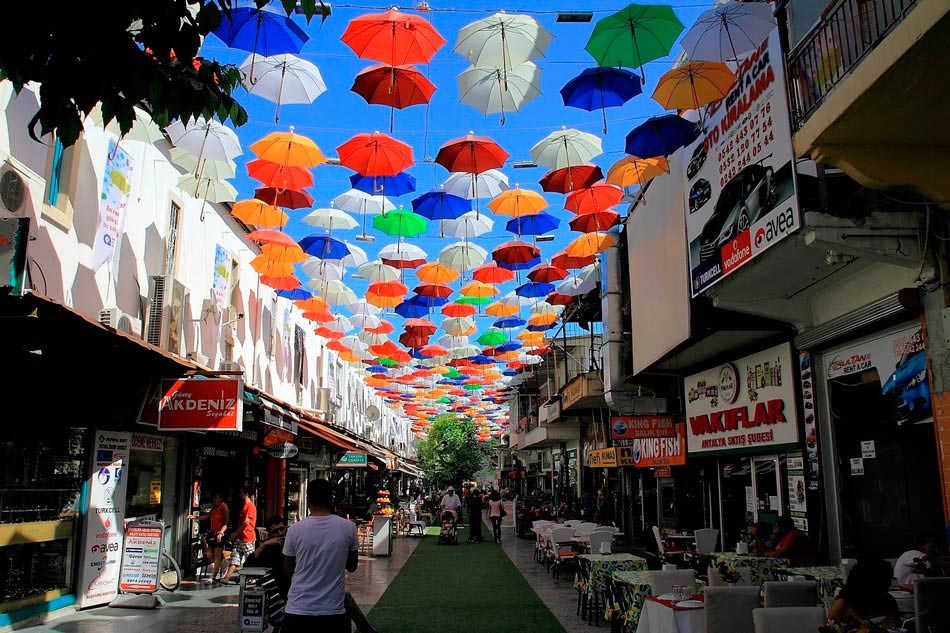 Улица зонтиков