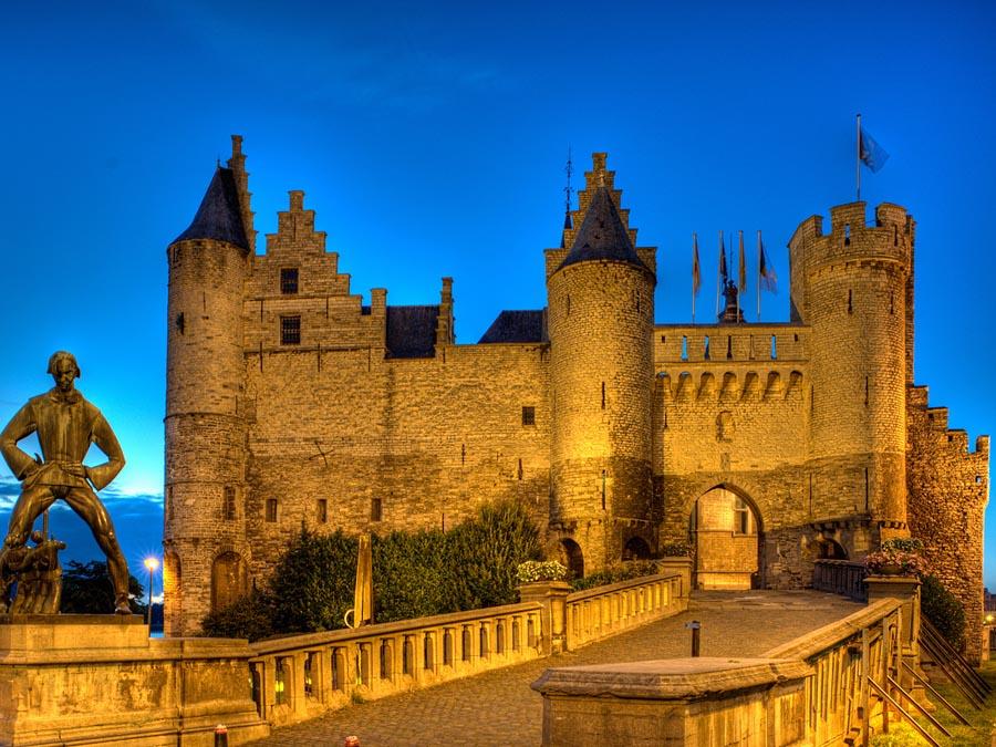 Замок Стен вечером