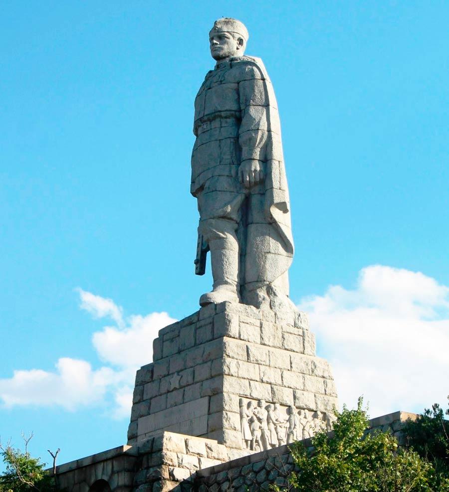 Памятник воину Алеше