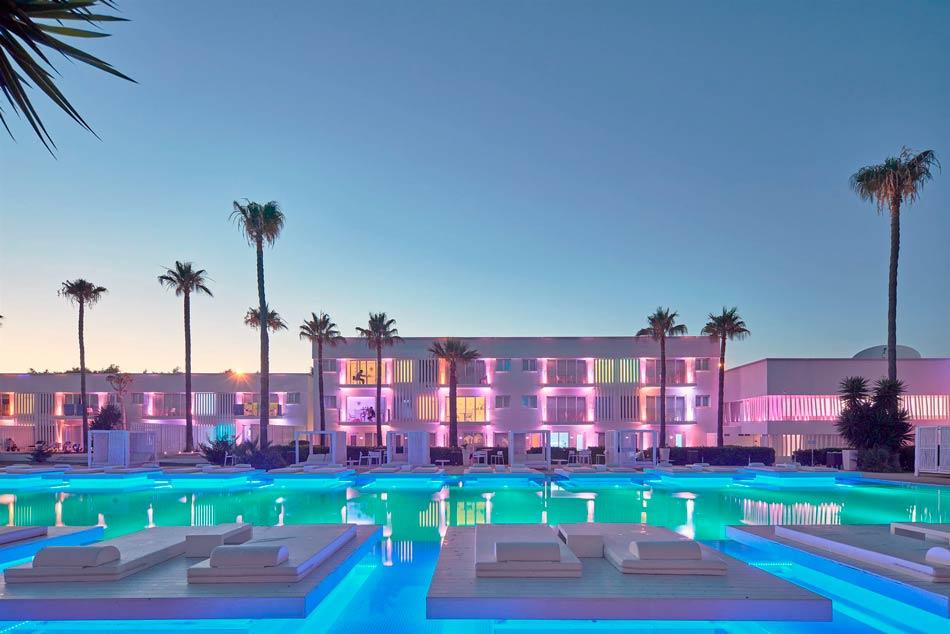 So Wihite Club Resort