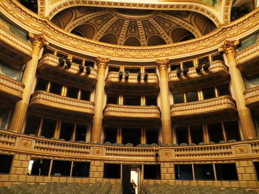Гранд-Театр внутри