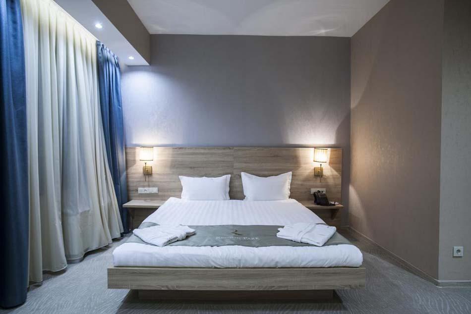 Кровать в отеле Renion Park