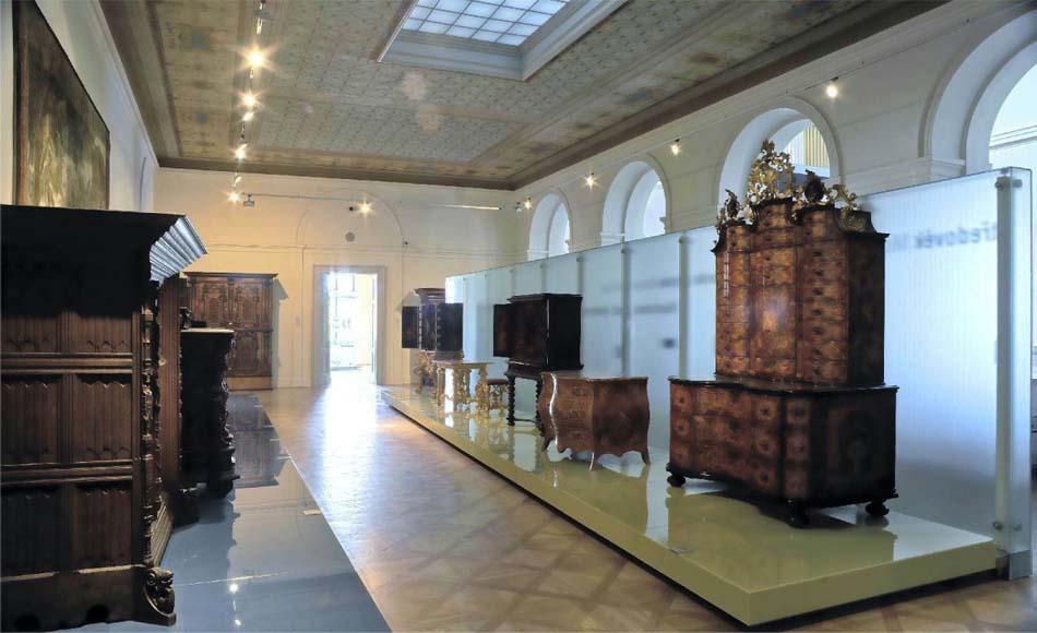 Внутри галереи