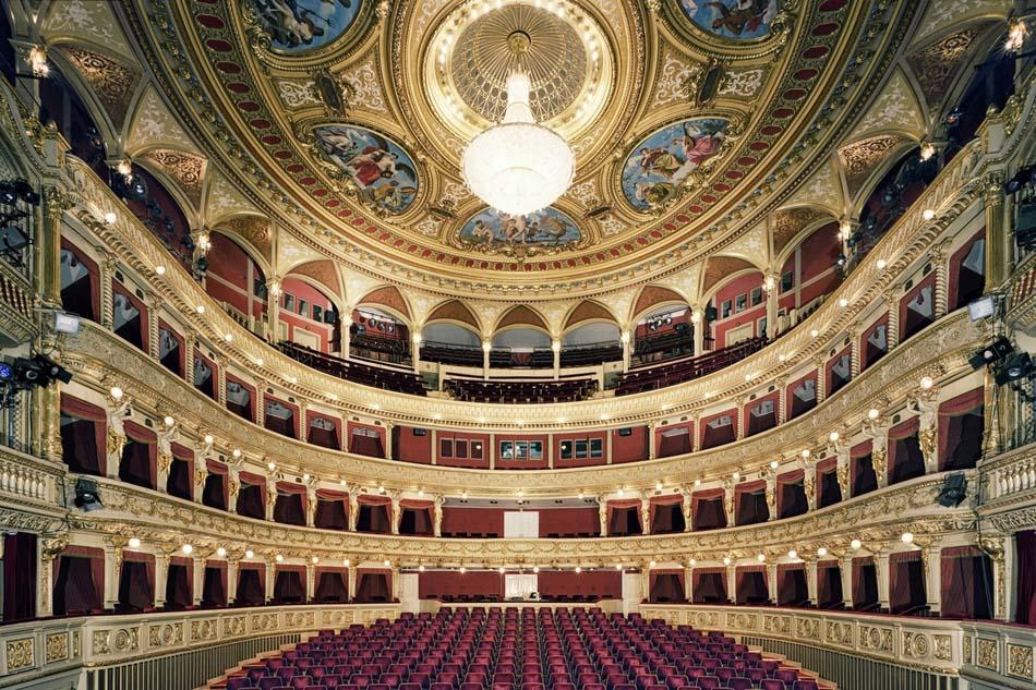 Театр Магена внутри