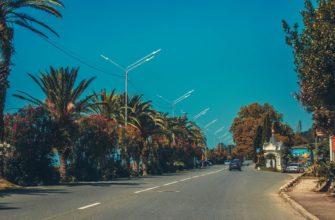 Дорога вдоль побережья в Гагре