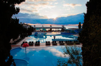 Отель с бассейном в Ялте