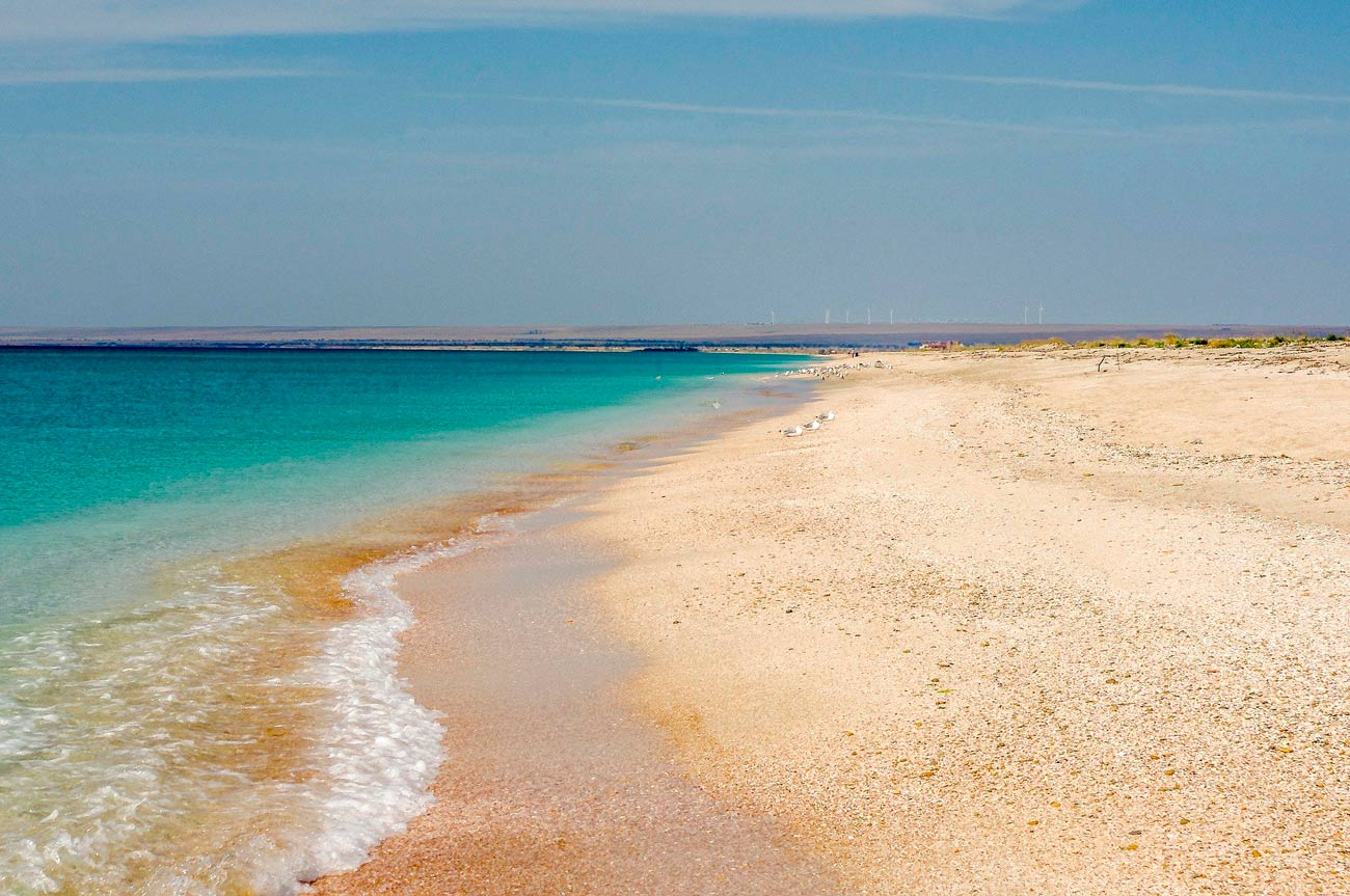 Побережье с песком в Крыму