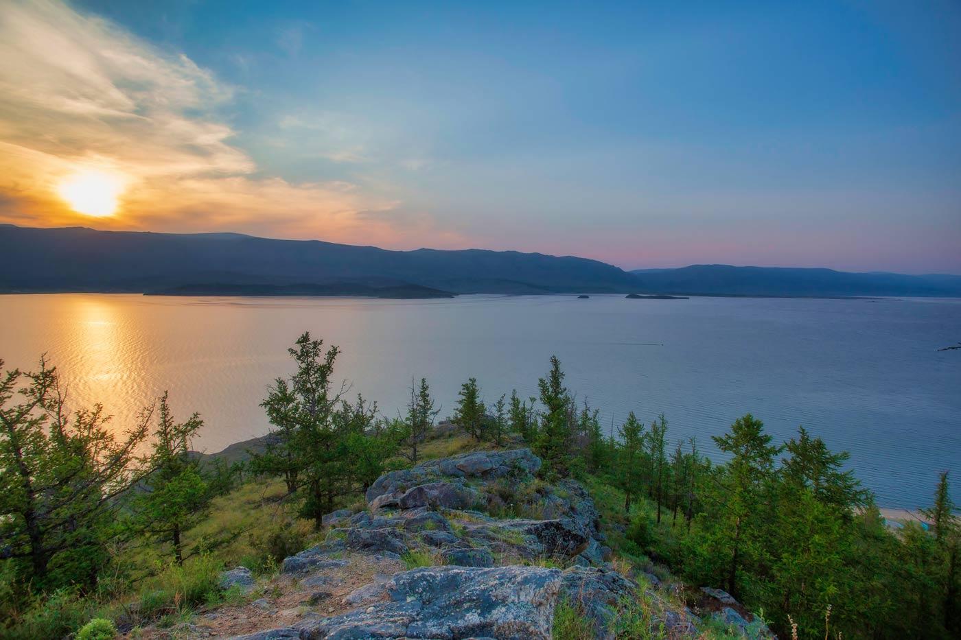 Фото заката на озере
